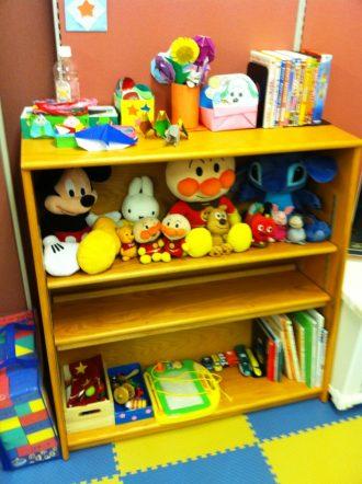 キッズスペースにあるおもちゃや絵本の画像。