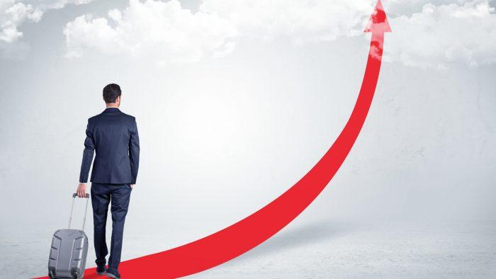 成長を目指して将来を見据えるビジネスパーソン